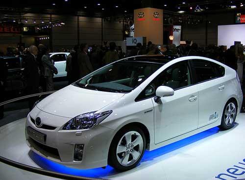 Гибридные автомобили от японских производителей заполонят российские дороги?