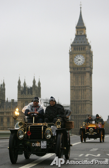 В Лондоне прошло ретро-ралли