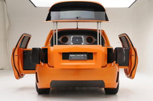 Toyota: барбекю и XboX в одном салоне