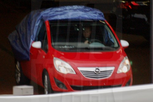 Шпионы показали новую Opel Meriva