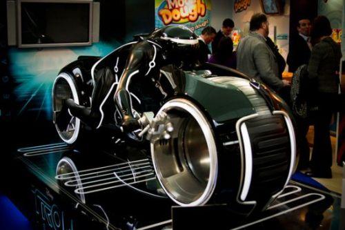 Мотоцикл из «Трон: Наследие» (с сюрпризом)