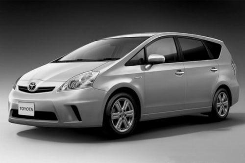 В Интернете появились изображения компактвэна Toyota Prius