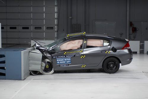 Названы самые безопасные модели автомобилей 2011 года