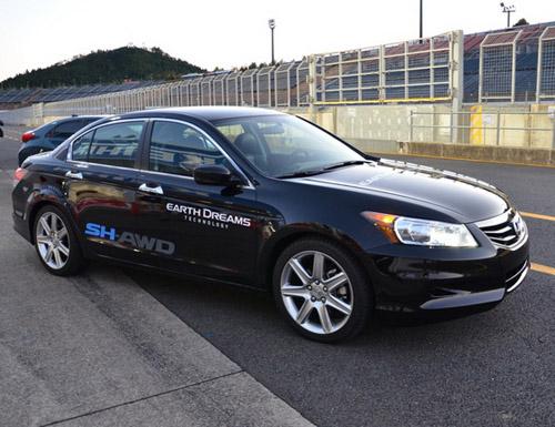 Honda представила прототип гибрида с интеллектуальным распределением мощности по колесам