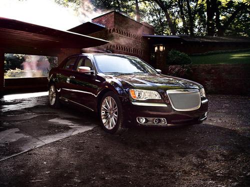 В Россию поступил Chrysler 300C с 8-ступенчатым «автоматом»