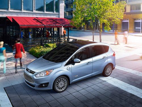 Ford показал свой первый гибрид, заряжаемый от розетки