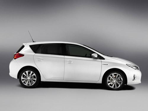 Toyota рассекретила новый хэтчбек Auris