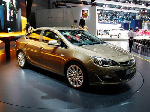 Мировая премьера Opel Astra состоялась в Москве