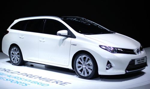 Toyota представила гибридный универсал Auris Touring Sports