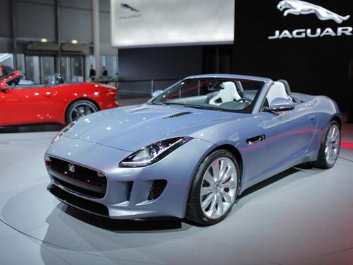 В Париже состоялся дебют нового спорткара Jaguar F-Type