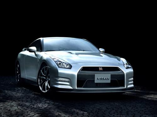 Nissan показал обновленный суперкар GT-R