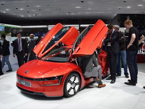 Volkswagen представил серийный автомобиль с расходом 1 литр на 100 километров