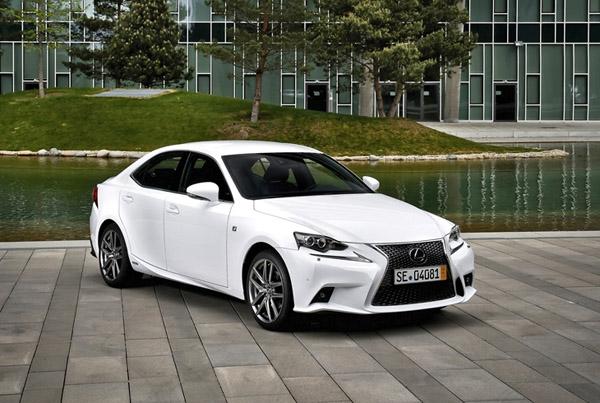 Lexus оснастит свой самый компактный седан турбомотором