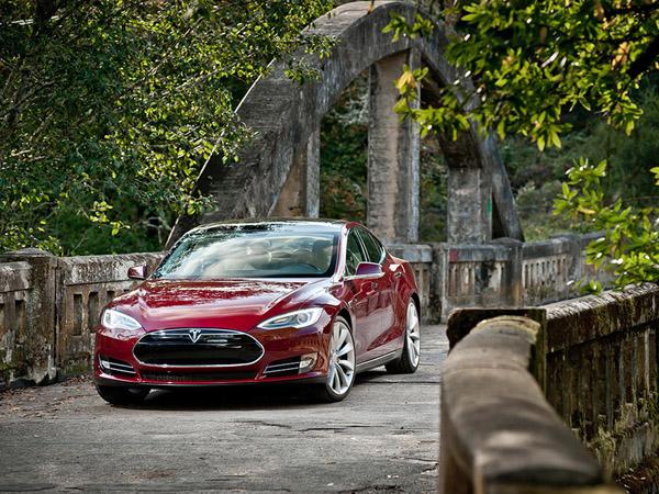 Tesla выпустит новый спорткар