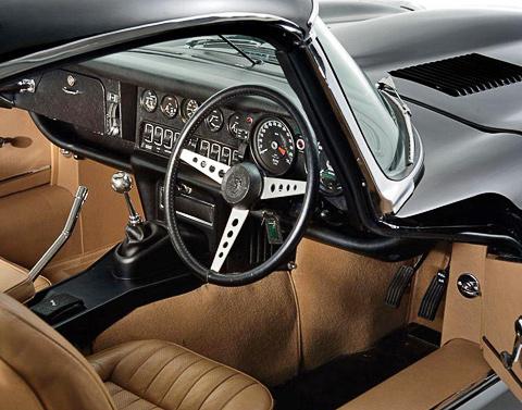 Автолюбитель из Великобритании вручную собрал родстер Jaguar