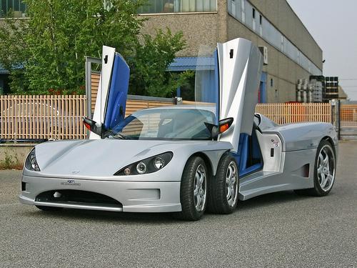 25 Итальянцы запустят в производство шестиколесный спорткар Covini C6W