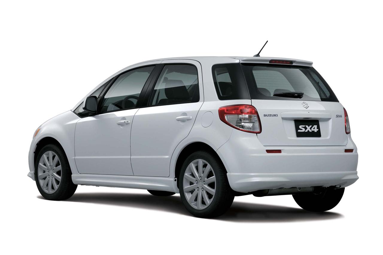 24 Suzuki анонсировал хэтчбек SX4 нового модельного года