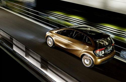 62 Mercedes-Benz везет во Франкфурт новый электрокар