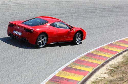 8 Новый суперкар Ferrari назвали в честь страны