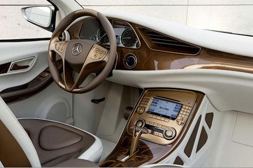 91 Mercedes-Benz везет во Франкфурт новый электрокар