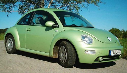 Непонятно чем именно, но все-таки не угодил второй автомобиль от Volkswagen - New Beetle или «Жук»