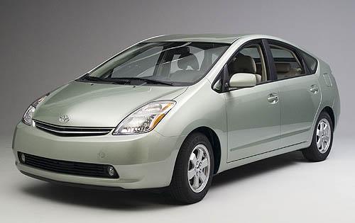 Японский гибрид Toyota Prius со своим футуристичным дизайном тоже сочли некрасивым