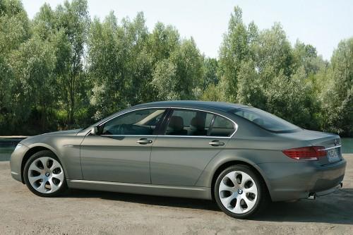 Также в список вошеш популярный люксовый BMW 7 серии 2002 года выпуска