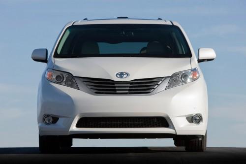На выставке в Лос-Анджелесе концерн Toyota будет представлять минивэн Sienna