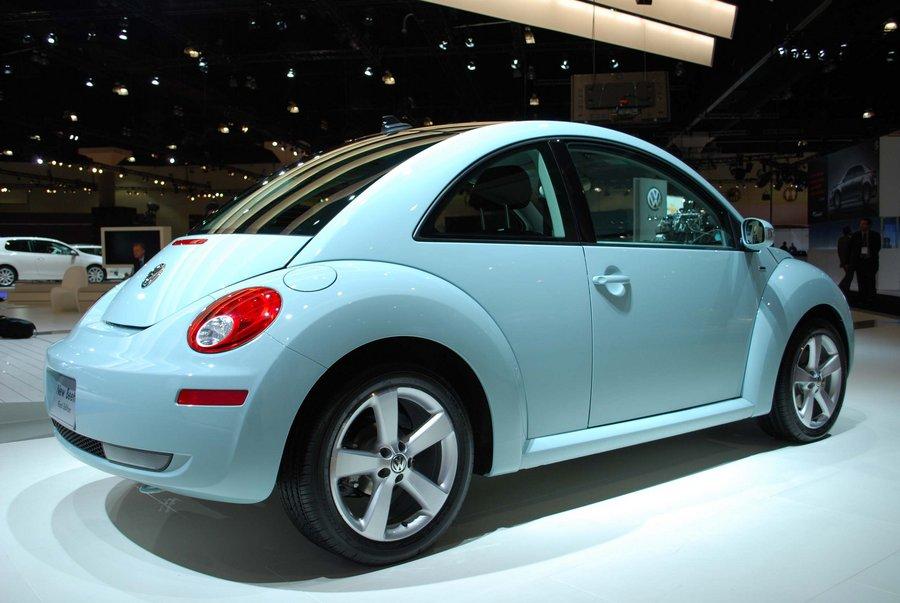 Кузов купе будет голубого цвета Aquarius Blue, а крыша – черная