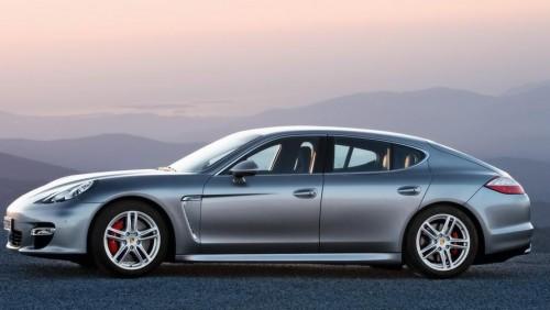 2010-Porsche-Panamera-Turbo-Side-1024x7681-500x282 «Плейбой» отметил лучшие авто 2010 года