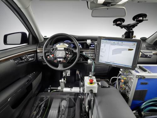 697251372460079336 Управлением машин Mercedes теперь занимаются роботы