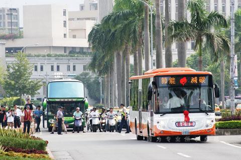 20091009083009757 Российская столица обзавелась гибридными автобусами
