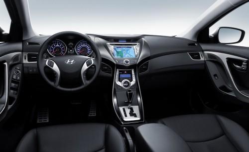 2011-Hyundai-Elantra-1-500x305 Зарубежные издания опубликовали первые снимки интерьера новой Hyundai Elantra