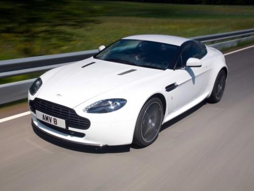 bg800_376745-500x375 Aston Martin открыл продажу на ограниченную версию V8 Vantage для поклонников автоспорта