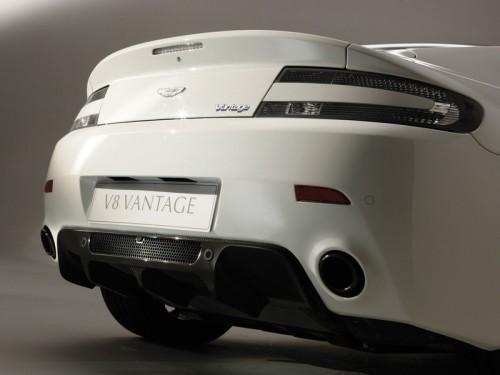 bg800_376746-500x375 Aston Martin открыл продажу на ограниченную версию V8 Vantage для поклонников автоспорта