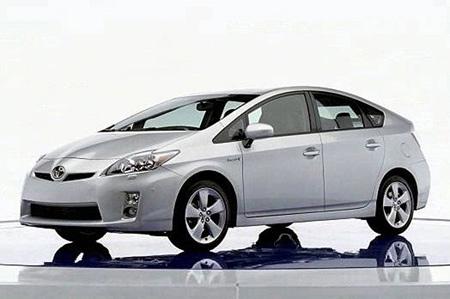 Toyota-prius Toyota Prius возглавила рейтинг самых популярных машин в Японии