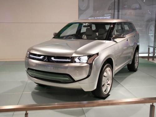 bg800_381631-500x375 Москвичи увидели гибридный концепт Mitsubishi Px-MiEV и первый в мире серийный электромобиль i-MiEV