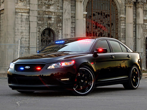 bg800_388443 Ford продемонстрирует концепт полицейского перехватчика