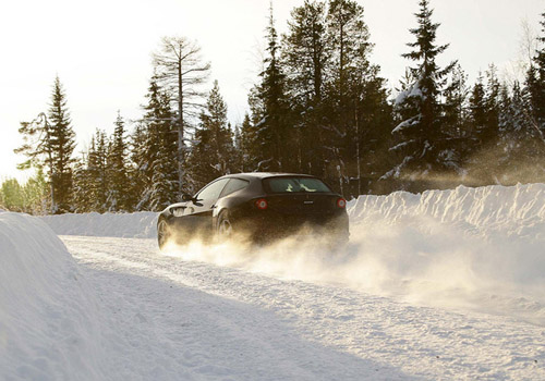 bg800_397923 Кампания Ferrari выпустила полноприводную модель, способную передвигаться по снегу