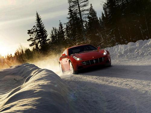 bg800_397926 Кампания Ferrari выпустила полноприводную модель, способную передвигаться по снегу