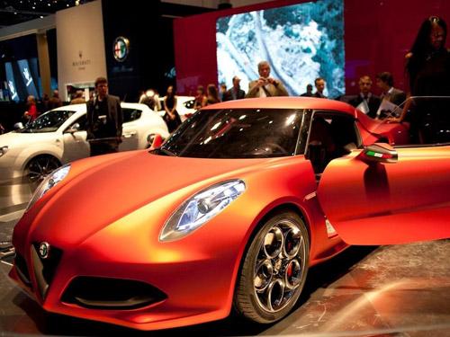 bg800_401888 На Женевском автошоу представлено новое купе Alfa Romeo