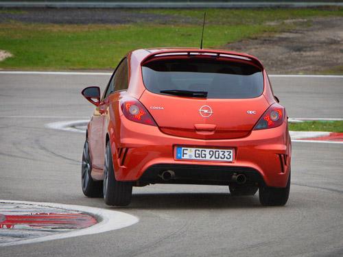 bg800_409367 Представлена самая «агрессивная» Opel Corsa OPC