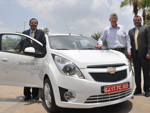bg800_416323 В Индии был показан электрический сити-кар от General Motors