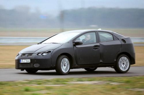 bg1024_420824 Через полтора месяца Honda покажет новый Civic 5D