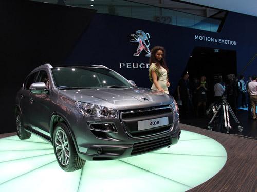 bg800_448728 На Женевском автосалоне дебютировал Peugeot 4008