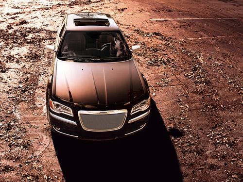 bg800_440233 В Россию поступил Chrysler 300C с 8-ступенчатым «автоматом»