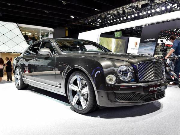 В Париже состоялась премьера шикарного седана Bentley